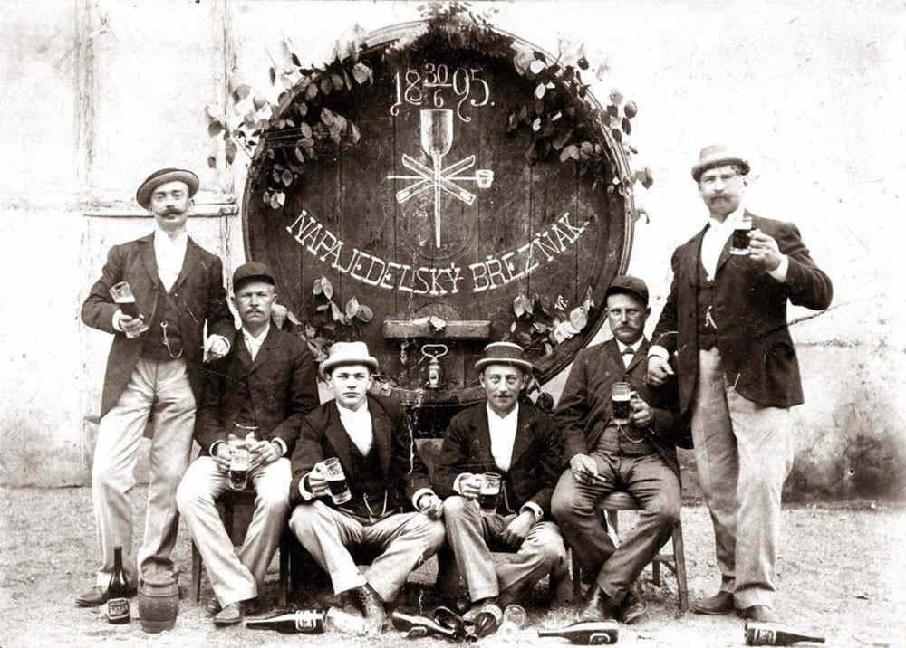 Historická fotografie pivovarnictví v Napajedlích.   Hotel Chmelnice Napajedla