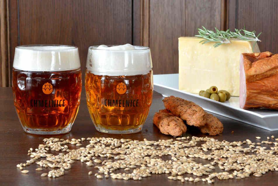 Chmelnická polotmavá 11° a Chmelnická světlá 10° v Restauraci Hotelu Chmelnice. | Hotel Chmelnice Napajedla