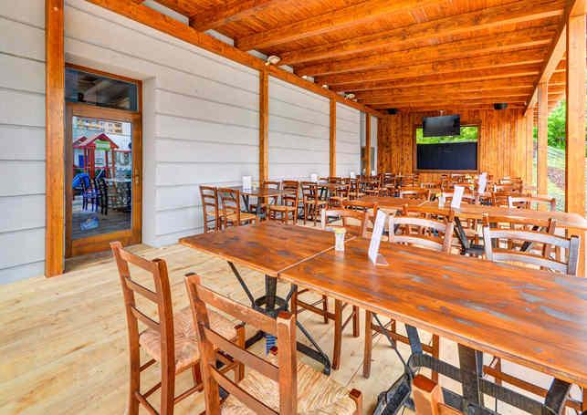 Venkovní zahrádka Restaurace Hotelu Chmelnice. | Hotel Chmelnice Napajedla