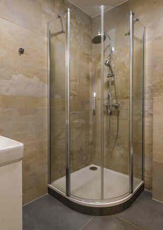Koupelna se sprchovým koutem | Hotel Chmelnice Napajedla