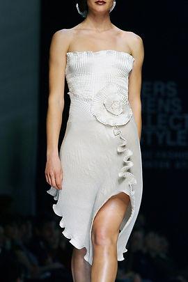 Daphne Valente, plisse, pleated, sculptural designs, fluid movement, fashion, high fashion, Greek, dress, sculptural dresses