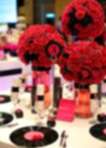 Centre de taula de Rockabilly amb flors vermelles i vinils