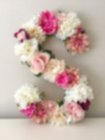 Lletra S feta en flors