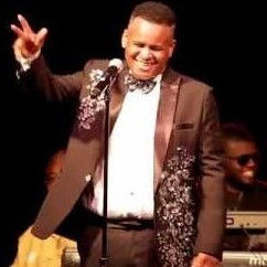 Darron Moore sings Luther Vandross Live.