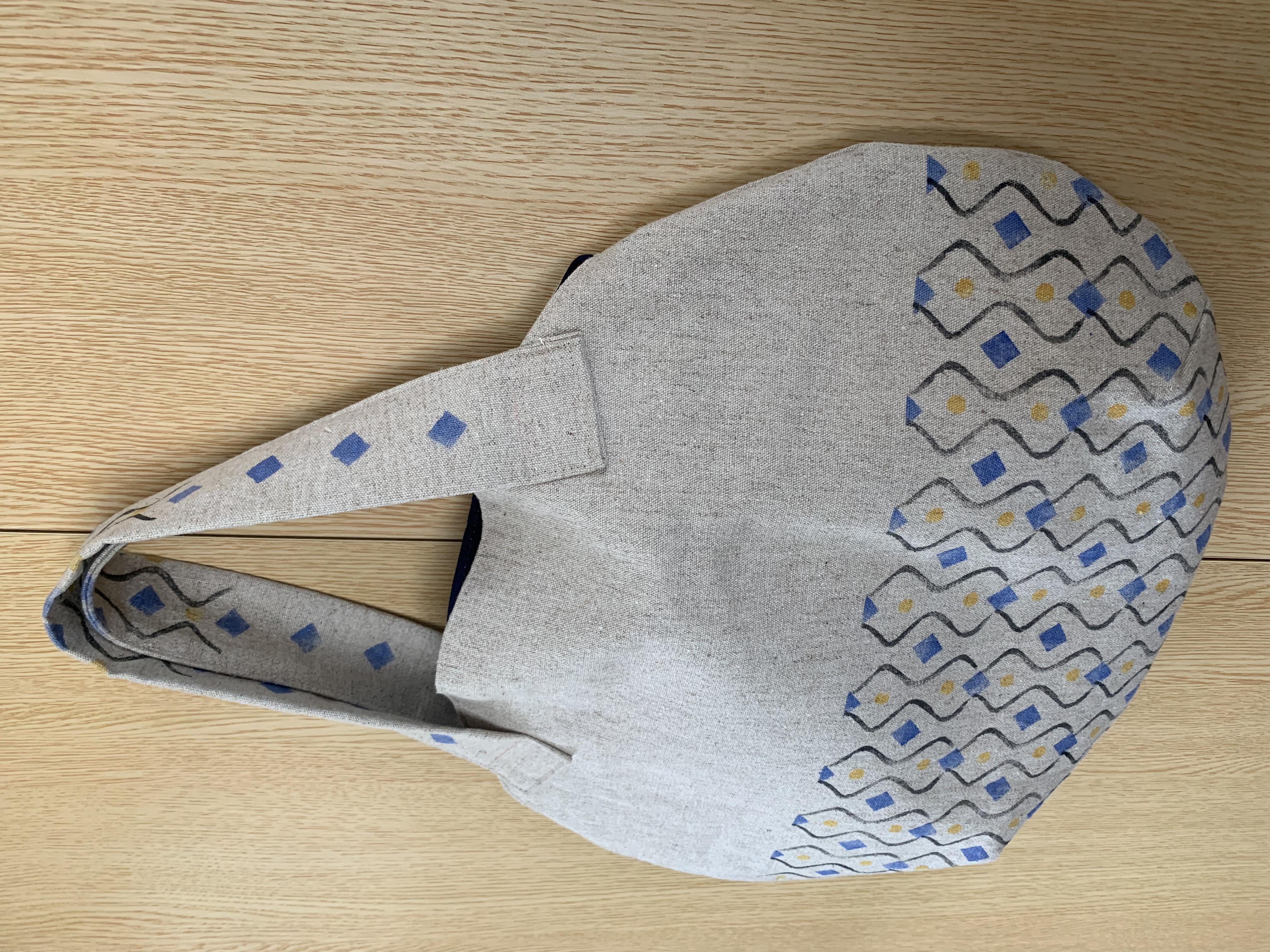 芋版のラウンドバッグ