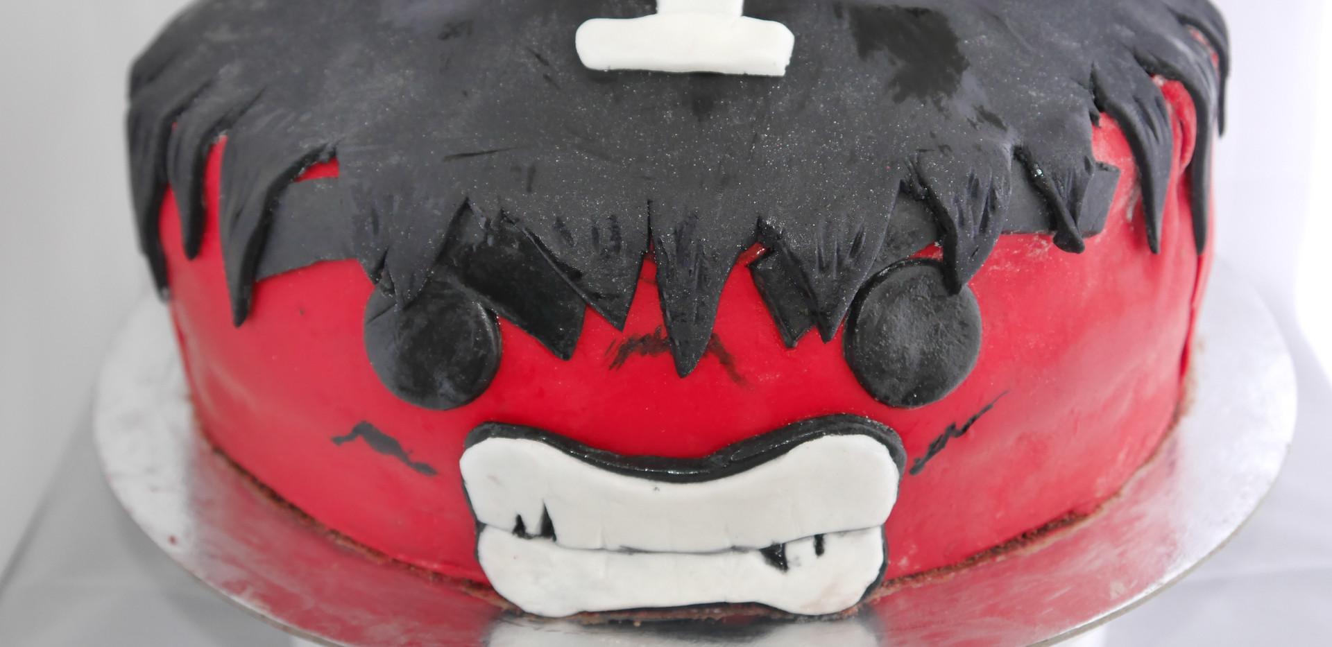 Red Hulk cake