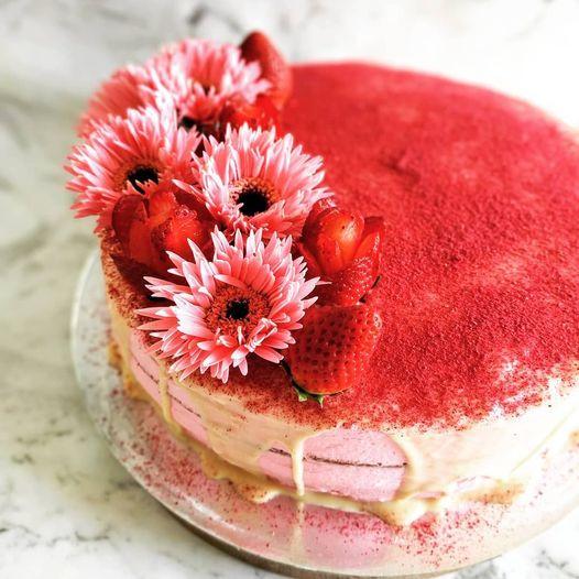Vanilla berry cake.jpg