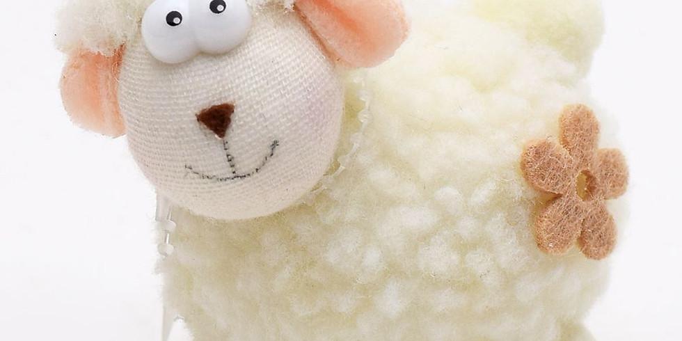 Ručně šitá heboučká ovečka