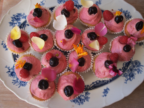Kirsch + Raspberry Cakes