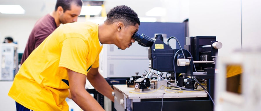 hbcu-students-in-the-lab.jpeg