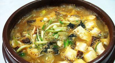 korean food : toenjang jjigae : soybean soup