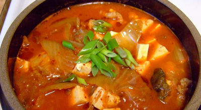 korean food : kimchi jjigae soup