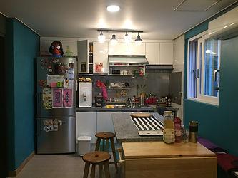 enjoy free breakfast (bread/egg/jam/coffee) at homestay in korea