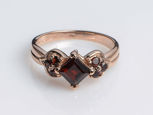 Rhombus Garnet Ring