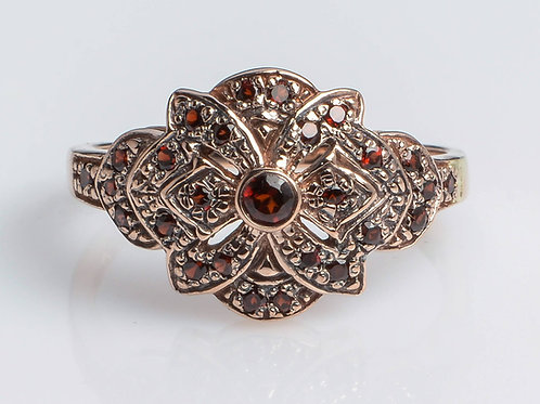 Star shaped Ring with Garnet