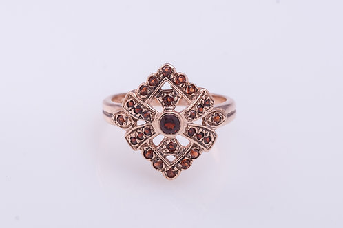 Rhombus Ribbon Garnet Ring