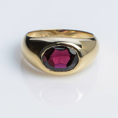 Classic Ring with Garnet
