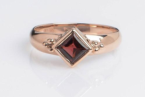 Rhombus Ring with Garnet