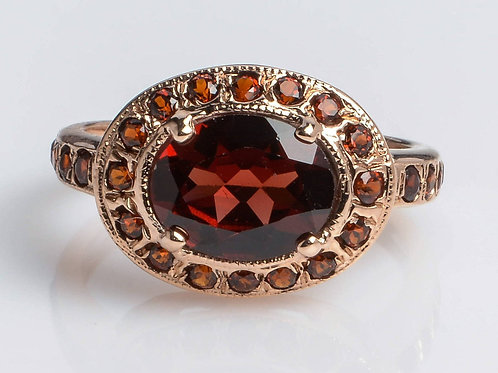 Royal Oval Ring set with Garnet