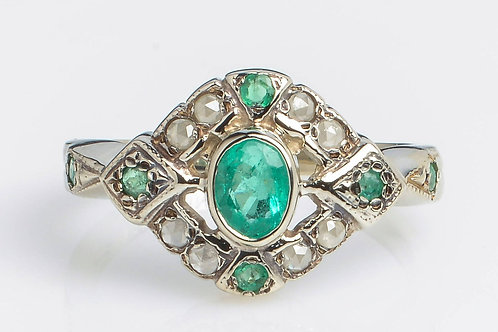 French Style Ring with Emerald and rose-cut diamonds