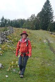 Animatrice de randonnée dans ses stages stretching et rando Jura