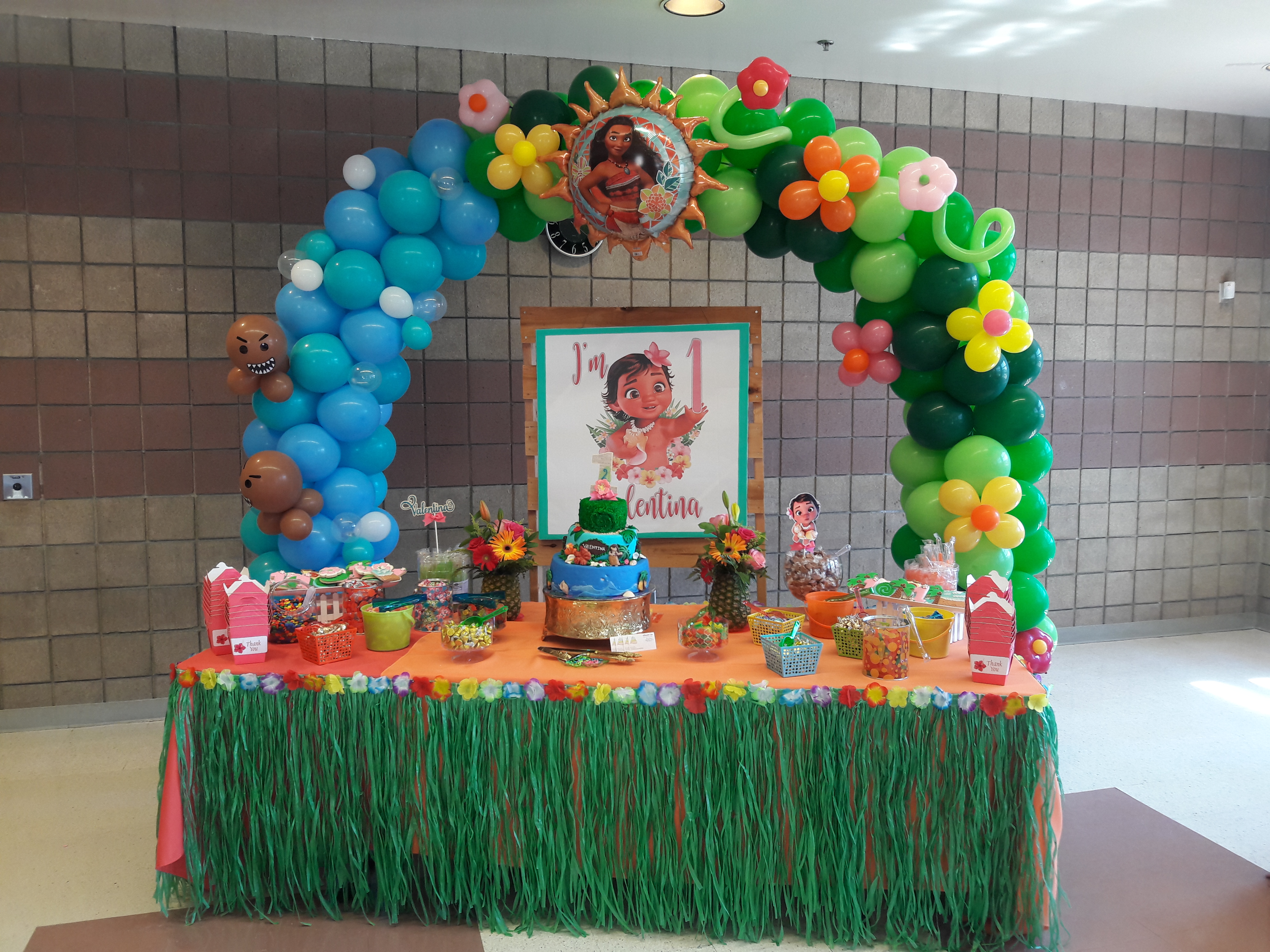 Table Cake Decoration