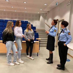 Ungdomsbedriften NoViolence UB får anerkjennelse fra politiet.