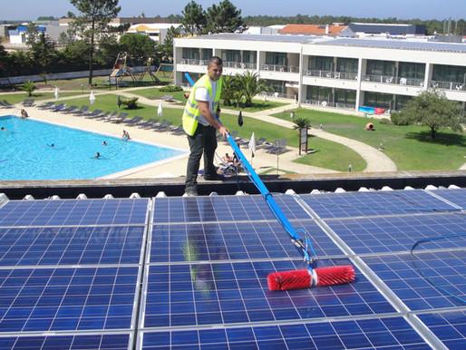 Você está limpando seus painéis solares? Isso é necessário? Com que frequência?