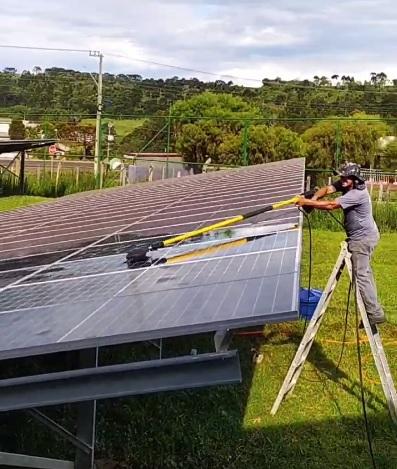 Hakken Limpeza de Placa Solar Fotovoltaica