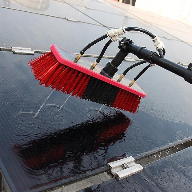 limpeza-de-placa-solar.jpg