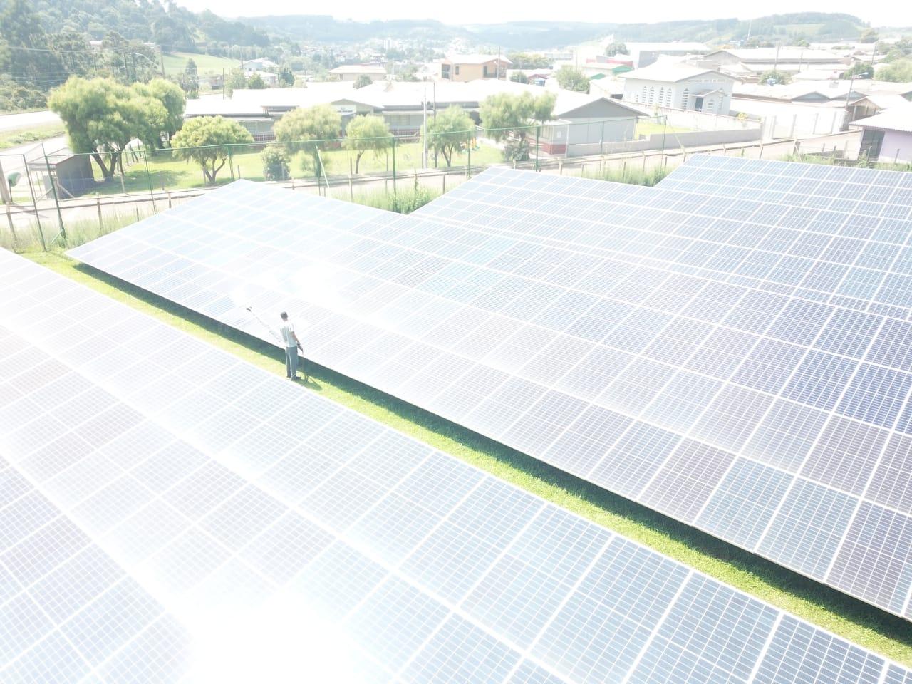 serviço limpeza de painel solar