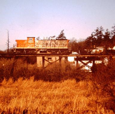 CN GMD-1 1003, SWAN LAKE TRESTLE, VICTOR