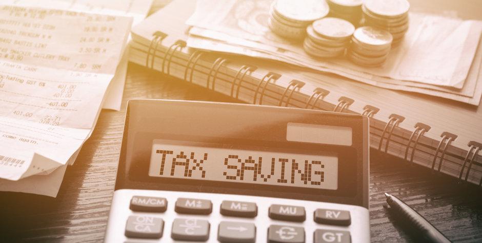 Calculator with text Tax Saving. Calcula
