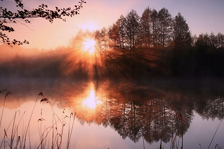 reflection-of-the-first-rays-of-the-sun-
