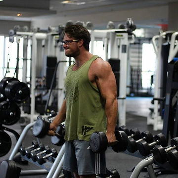 Muscles dumbbell curling.jpg