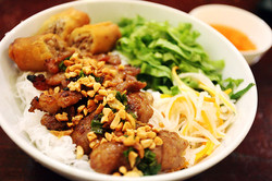 Vermicelli with spring roll, pork