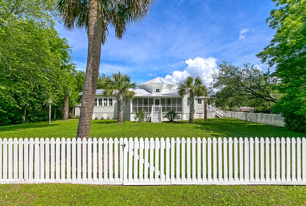 1820 I'on, Sullivans Island. Images courtesy William Means Real Estate.