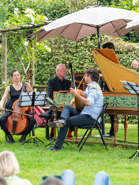 Le Carnet de France:  Baroque music in a refined country estate