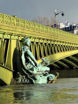 Le Carnet de France: 'Sous le pont Mirabeau coule la Seine'