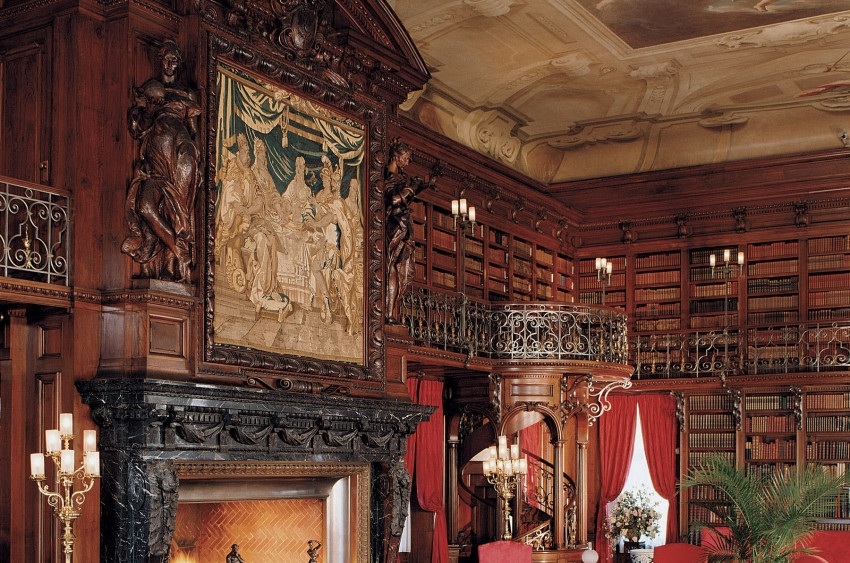 The Vanderbilt's luxurious library. Image courtesy Biltmore Place.