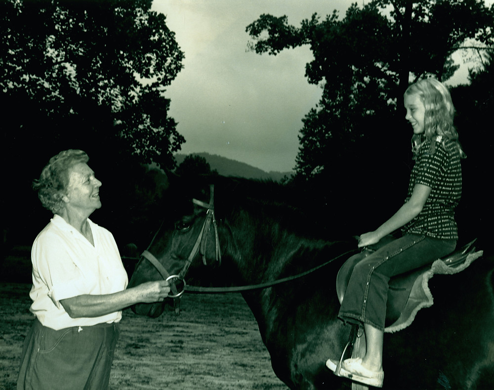 Alice Lowndes Andrews teaching riding.