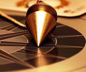 Le pendule : allié du médium et chamane
