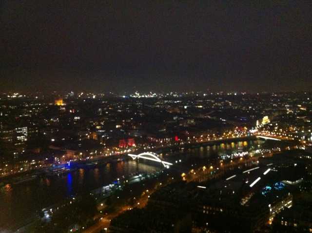 Vue_aérienne_Paris_nuit_et_Seine_-_2