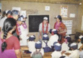 Bild_4_Mit_Schülern_der_COPE_Schule_Kopi