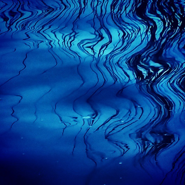Playing with contemplation #miahacker #miahackercreativephotograpy #blueart #abstractart #creativeph