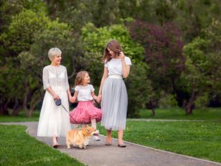 Фотосессия на природе. Мама с дочками