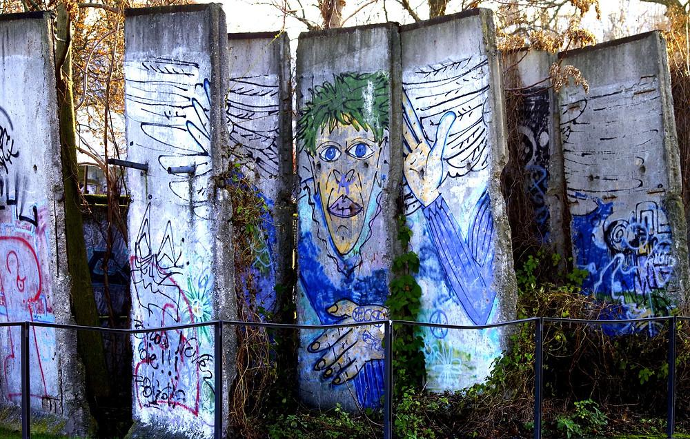 Berlin wall dictatorship