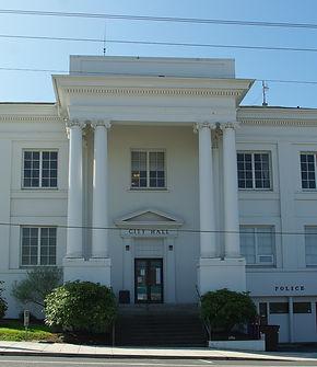 Rainier City Hall on US 30