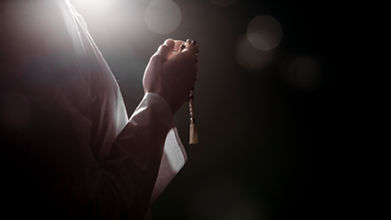 silhouette-muslim-woman-praying.jpg