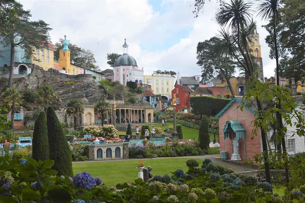 Portmeiron Village in Gwynedd, Wales looks like an Italian resort. Built by Welsh architect Clough Williams-Ellis